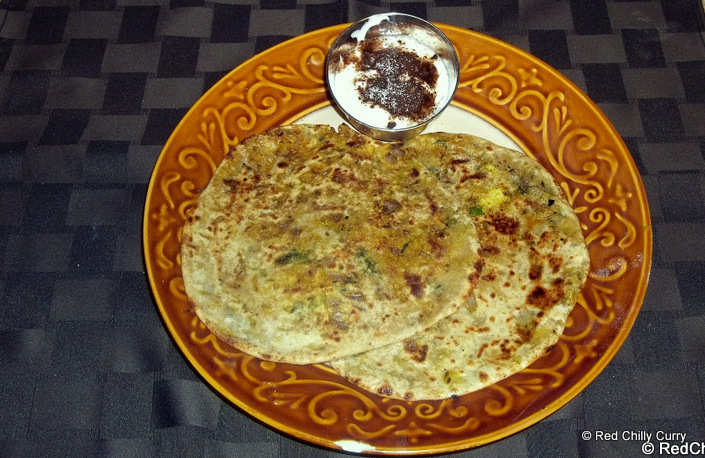 cauliflower paratha,paratha varieties,how to make paratha,how to make cauliflower paratha,dinner recipe,north indian recipes, punjabi recipes